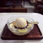 甘味喫茶 塩川 - クリームあんみつ550円