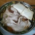 ドライブインのざき - 具は豚バラ・豆腐・白菜・ モヤシ・糸こんにゃく