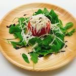 塊肉ステーキ&ワイン Gravy'sFactory - 丸ごとトマトのカプレーゼ