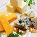 塊肉ステーキ&ワイン Gravy'sFactory - 世界のチーズ盛り合わせ