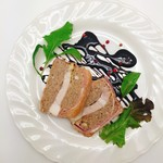 塊肉ステーキ&ワイン Gravy'sFactory - ベーコンと挽肉のテリーヌ~バルサミコソース~