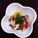 塊肉ステーキ&ワイン Gravy'sFactory - 3種キノコのマリネ