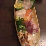 魚と酒と串 ちろり - 刺身盛り合わせ。非常によかった