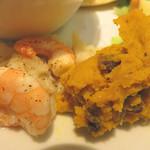 キャンベルアーリ- - 小さなお惣菜もふたつ。 エビとカリフラワーの和え物、カボチャのスパイス風味ペーストです。