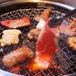 和牛焼肉ブラックホール - 焼肉は塩専門。