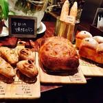 食堂Tavolino - 夕方に焼きあがる自家製パン