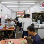 元祖ラーメン長浜家 - ここはまさしく漢の店です。 迷わず注文、さくっと食べて、さっさと帰るスタイルがふさわしい。