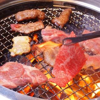 焼肉は塩専門。だから素材が活きる。自分仕立ての味ができる。