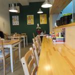 ラーメン花道 - カフェ食堂のような店内。