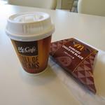 マクドナルド - ドリンク写真:コーヒーと三角チョコパイの黒。