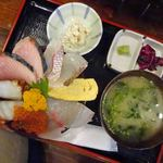 魚けん - 海鮮丼980円