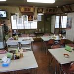 松ノ木食堂 - 内観(入口より奥を見て)