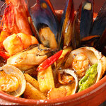ハモンハモン&ヴォーノヴォーノ - いろいろ魚介類のアヒージョ(オイル煮)