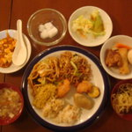 中華料理 東和 - 全種類を少しづつ取ってみました