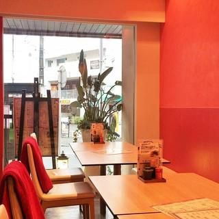 蕎麦 魯庵 - 店内(テーブル席)