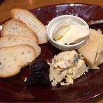 トラットリア・アリオリ - 燻製チーズ3種盛り