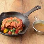 野菜を食べるカレーcamp - 赤と緑の彩り野菜とスパイシーチキンのカレー