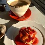 休暇小屋 - カフェオレとスコーン