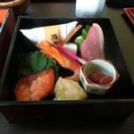いっぷく亭 - 紅葉重膳湯豆腐付き