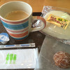グルッペ - 料理写真:ホットコーヒー367円と三島コロッケパン260円