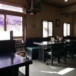 59253687 - 広々した店内、4人掛けテーブルがほとんどです