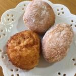 59254358 - 小さいアンドーナッツ、カレーパン、揚げクリームパン