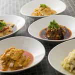 選べる5種ソースの蒸し鶏
