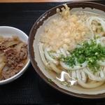 大吉 - かけうどん小180円・煮物100円