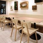 サニー ストア&カフェ - 広々したベンチソファー