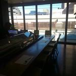 すし処金太郎 - 3階のお店は窓が大きくて明るい。