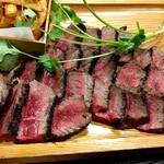 肉卸直営 大衆肉酒場 きたうち 中津店 - モモ肉700g強