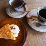 居七十七 - 料理写真:木の器を使って喫茶をご提供しております。