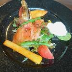 Bistro TOKI - サーモンと穴子のサラダ