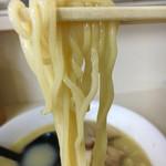 磔磔 - 茹で湯に問題が有るのかベチャとして伸び気味の麺が少し残念…