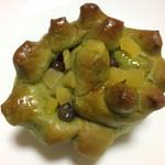 キャッスルベーカリー - 栗と抹茶小豆のロール 172円