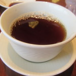 南国酒家 - 食後サービスの温かい烏龍茶