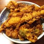 59263679 - 海老天、きす天、かき揚げとししとう天の入った浅草名物「天丼」
