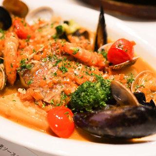 一流シェフが丁寧に調理するイタリアンやスパニッシュを楽しむ