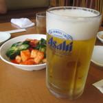 焼肉レストラン ソウル - ビールとキムチ盛り合わせ