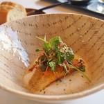 メゾン ラフィット - 甘鯛あぶってチーズ、下にラタトゥイユ 上に生コリアンダー&ラディッシュ