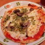 59270943 - しめじとチーズのトマトソースピザ