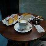 ドトールコーヒーショップ - 料理写真:ツナチェダーチーズ、ミルクレープ、カフェ・ラテM(2016年11月25日)