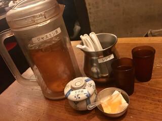 フスマにかけろ 中崎壱丁 中崎商店會1-6-18号ラーメン - お茶や卓上調味料等