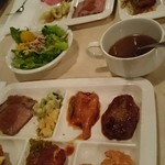 セイリングデイ・ブッフェ - サラダにオニオンスープ