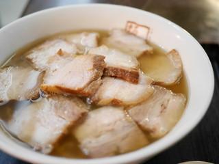 坂内 有楽町店 - 丼を埋め尽くす焼豚