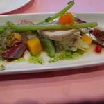 59276958 - チキンと魚介のサラダ