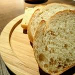 キュベ イトウ - 自家製パン