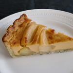 柞の杜 - 【りんごのフランタルト】  りんごを軽くキャラメリゼして カスタードで焼き上げました。  ホワンと香るりんごと カスタードのハーモニーを タルトでお楽しみくださいませ。