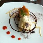 リストラットリア フィーロ - ランチのデザート:リンゴのタタン ラムレーズンのジェラート添え