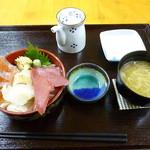 三角マーケット 満腹亭 - おまかせ丼 2016.12月